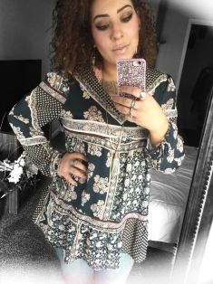 """Pretty Patterned Tunic"" OUTFIT DETAILS: https://thehoneygoldguru.com/2016/04/18/boho-florals/"